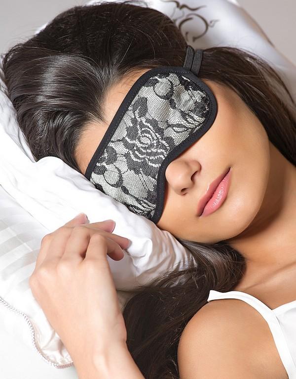 Маска для сна способствует выработке мелатонина